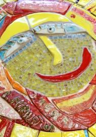 """Details aus Ton in Plattentechnik und aus Glassteinchen Kunstprojekt """"Mosaikwelten"""" (Grundschule in Warstein) Landesprogramm Kultur und Schule"""